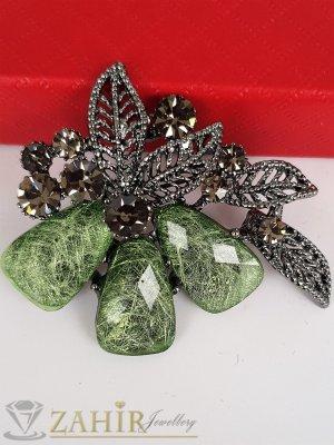 Възхитителна изработка и бледо зелени кристали на брошка цвете с графитени листенца, размери 5 на 4 см - B1210