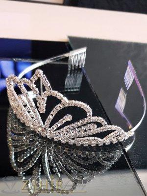 Класическа корона за официални поводи, височина 6 см с белгийски кристали, сребриста и две гребенчета - D1128