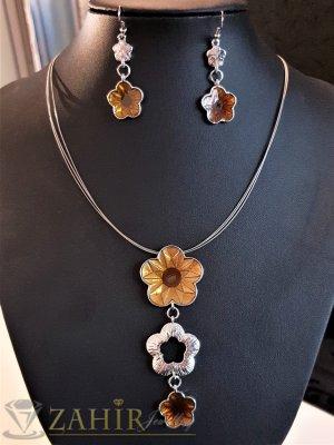 Сребрист комплект с бронзови цветя, колие 45+5 см с висулка 8 см и обеци 5 см, тройна корда - E1036