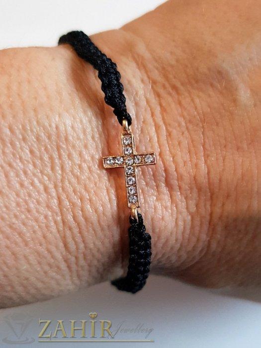 Ръчно изработена черна регулираща се гривна с позлатен кристален кръст 1,5 см - E1043