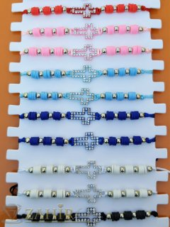 Нежно кристално кръстче на цветна гривна в 6 нюанса, регулираща се дължина - G2047