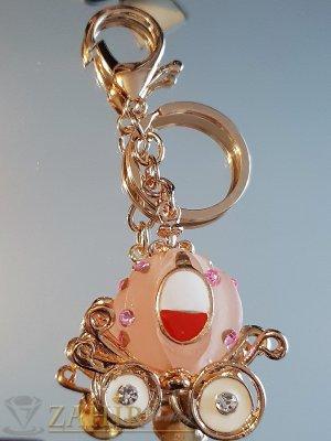 Позлатена розова каляска на Пепеляшка, изящна изработка на ключодържател 11 см - KL1079