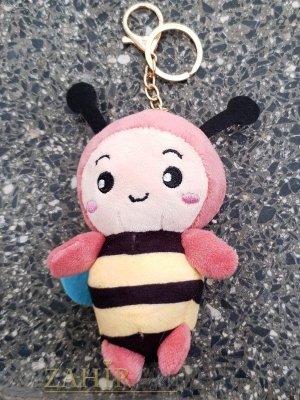 Розова пухкава сладка велурена пчела ключодържател 13 на 5 см , златисти детайли, аксесоар за чанта или раница - KL1107