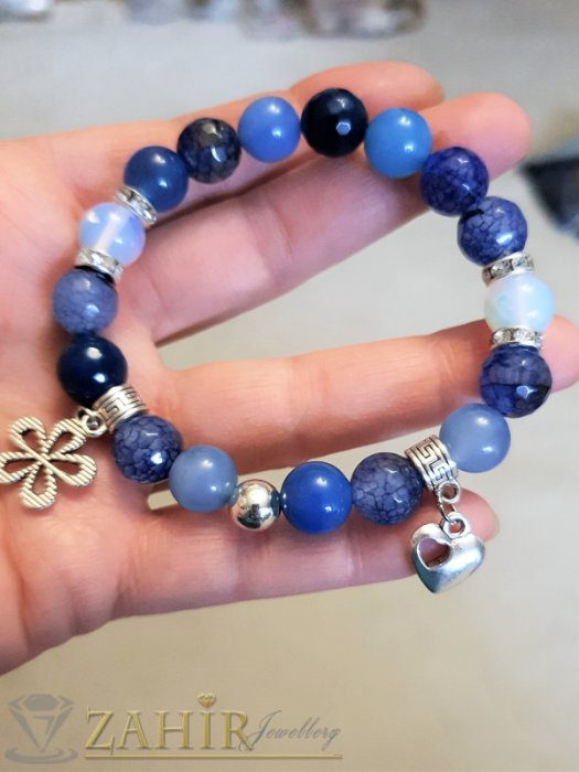 Дамски бижута - Приливаща синя гривна от естествен ахат 8 мм и лунен камък със сребристи висулки - MGA1538