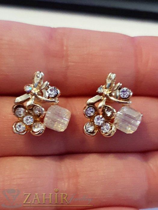 Дамски бижута - Много нежни обеци цветя 1,5 см с бели кристали и кубче хамелеон, златно покритие, на винт - O2585