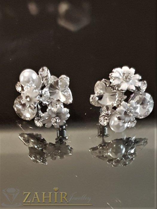 Дамски бижута - Бели цветчета, прозрачни кристали и перла на обеци, сребърно покритие, на винт - O2588