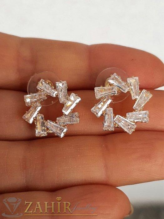 Дамски бижута - Искрящи кристални обеци снежинки 1,8 см с бели фасетирани кристали, златно покритие, на винт - O2651