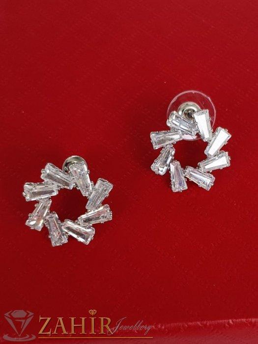 Дамски бижута - Искрящи кристални обеци снежинки 1,8 см с бели фасетирани кристали, сребърно покритие, на винт - O2652