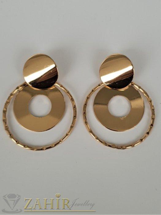 Дамски бижута - Актуални модни обеци с полирани позлатени овали с размери 5 на 4 см, закопчаване на винт - O2653