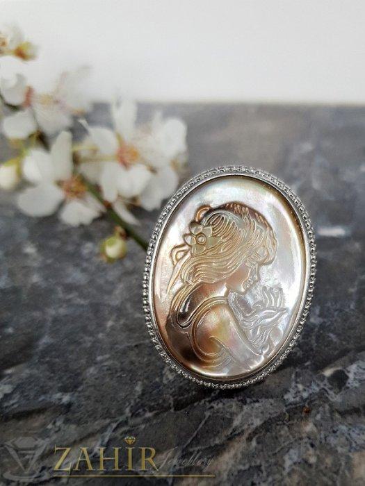 Гравиран седефен пръстен с портрет на дама 3,5 на 2,5 см, регулиращ се - P1494