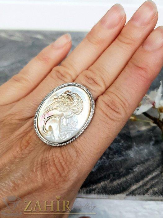 Дамски бижута - Гравиран седефен пръстен с портрет на дама 3,5 на 2,5 см, регулиращ се - P1494