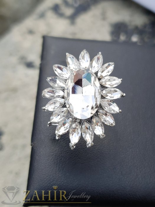 Изящно кристално цвете от бели фасетирани кристали на регулиращ се сребрист пръстен - P1498