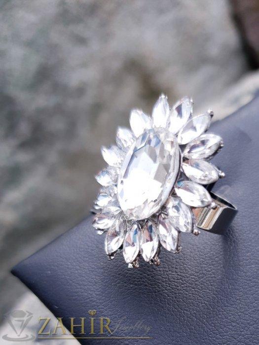 Дамски бижута - Изящно кристално цвете от бели фасетирани кристали на регулиращ се сребрист пръстен - P1498