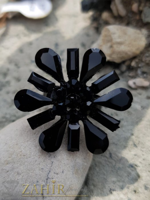 Дамски бижута - Черно цвете инкрустирано с фасетирани кристали на черен регулиращ се пръстен - P1501
