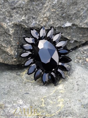 Красиво кристално цвете от черни фасетирани кристали на регулиращ се черен пръстен - P1504