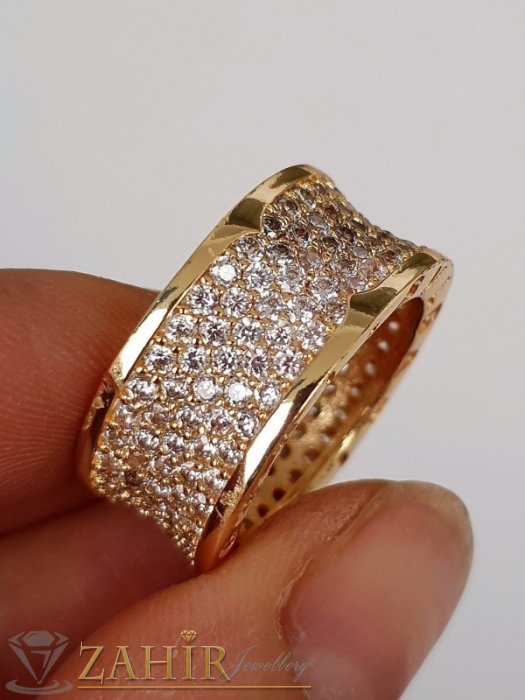 Дамски бижута - Супер модел кристална халка широка 1 см с бели ковани кристали и златно покритие - P1514