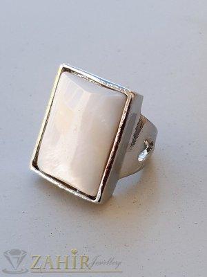 Изкусителен седефен пръстен с голяма бяла правоъгълна плочка с полиран седеф и стоманена основа - P1515