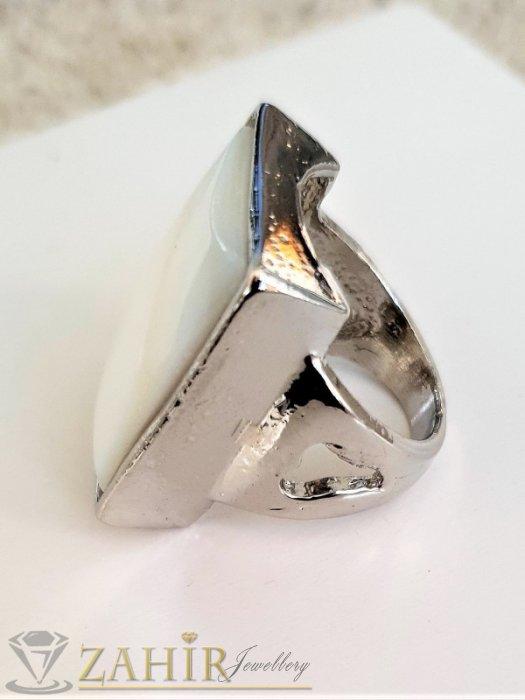 Дамски бижута - Изкусителен седефен пръстен с голяма бяла правоъгълна плочка с полиран седеф и стоманена основа - P1515