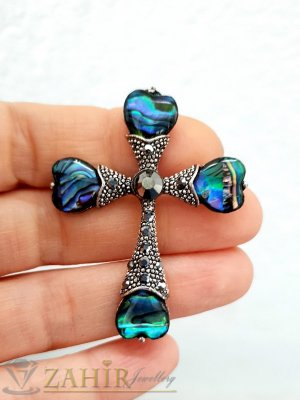 Изящен кръст от преливащ синьо-зелен мексикански седеф и графитени кристали на брошка с размери 4,8 на 3,8 см - B1214