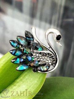 Грациозен лебед брошка и преливащ цветен седеф и графитени кристали, размери 4 на 3 см - B1215
