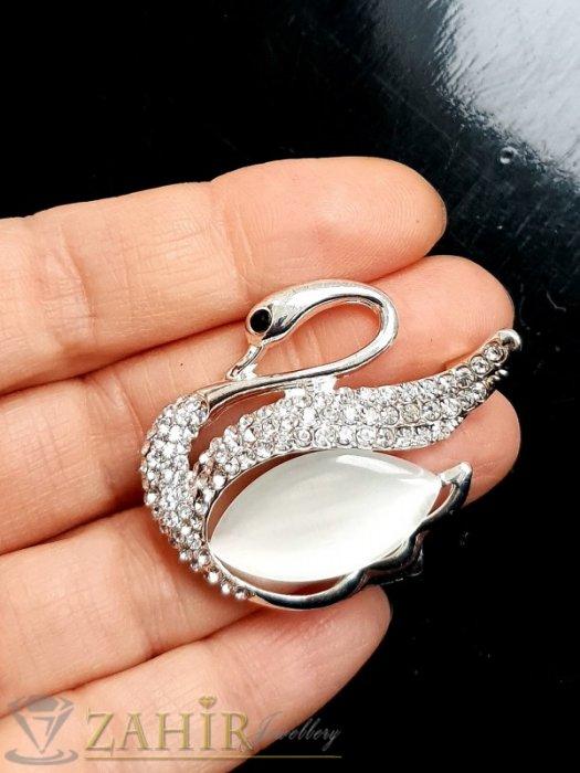 Дамски бижута - Бял седефен кристален лебед брошка, изящна изработка, сребрист, размери 4 на 3 см - B1221
