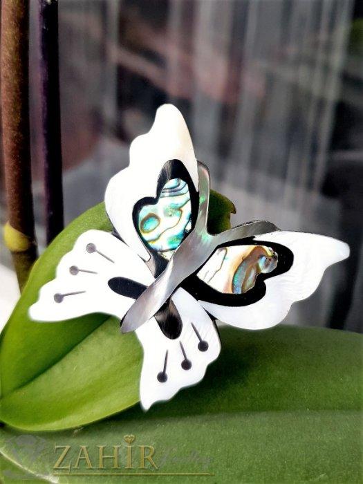 Впечатляваща седефена пеперуда брошка, изцяло изработена от бял и цветен седеф, размери 4,5 на 4 см - B1222