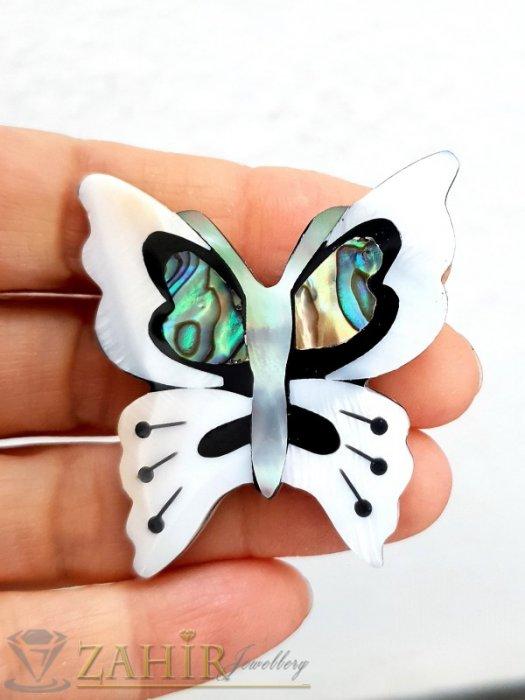 Дамски бижута - Впечатляваща седефена пеперуда брошка, изцяло изработена от бял и цветен седеф, размери 4,5 на 4 см - B1222