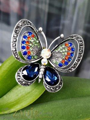 Уникална кристална разноцветна брошка пеперуда с сини и хамелеон кристали, изящна изработка, размери 5 на 4 см - B1224