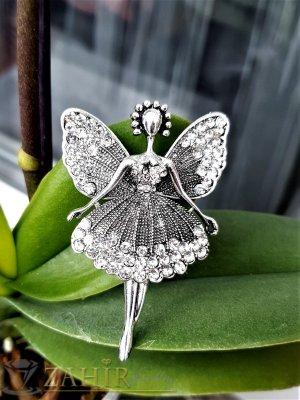 Нежна и елегантна брошка балерина с бели кристалчета и изящна изработка , движи крачета, размери 6 на 4 см - B1227