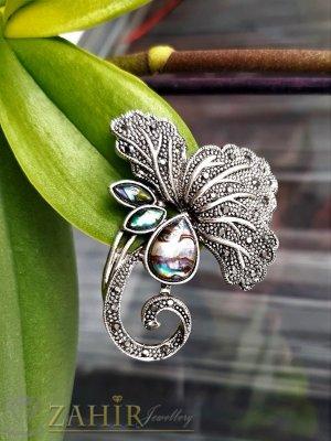 Фино изработена изящна гравирана брошка цвете и висулка за колие 2 в 1 с графитени кристали и преливащ седеф, размери 5 на 4 см - B1229