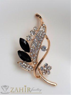 Черни и бели кристали на изящно изработена златиста брошка цвете с листенца, размери 7 на 2 см, класически модел - B1231