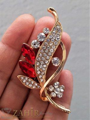 Червени и бели кристали на изящно изработена златиста брошка цвете с листенца, размери 7 на 2 см, класически модел - B1234