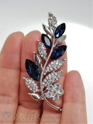 Тъмносини и бели кристали с топ дизайн и качество на стоманена брошка цвете с листенца с размери 5.5 на 2 см - B1235