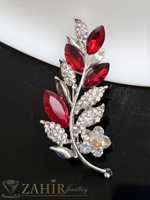 Дамски бижута - Вишневи и бели кристали с топ дизайн и качество на стоманена брошка цвете с листенца с размери 5.5 на 2 см - B1238