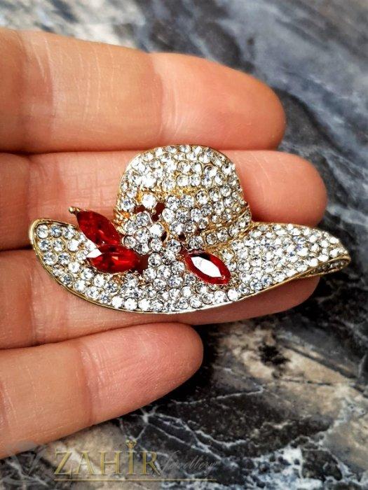 Дамски бижута - Кристална златиста шапка брошка с размери 5 на 2,5 см с нежни бели кристалчета и 3 червени - B1240