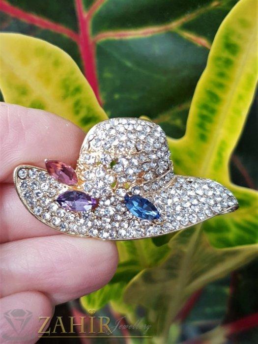 Кристална златиста шапка брошка с размери 5 на 2,5 см с нежни бели кристалчета и 3 големи розово-сини - B1242
