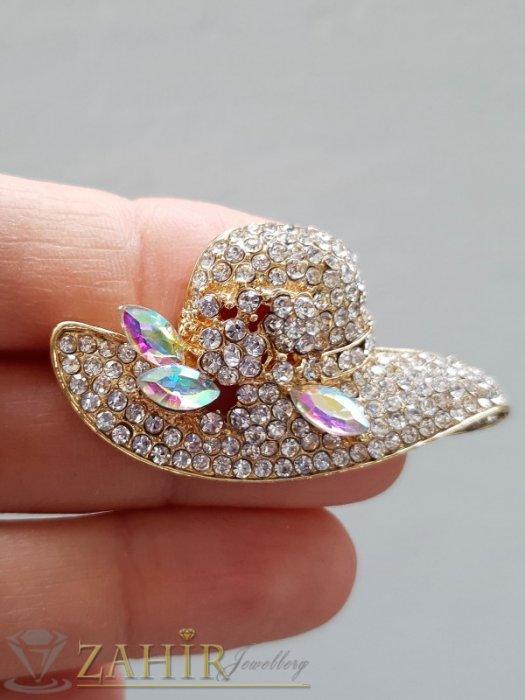Дамски бижута - Кристална златиста шапка брошка с размери 5 на 2,5 см с нежни бели кристалчета и 3 големи хамелеон - B1243