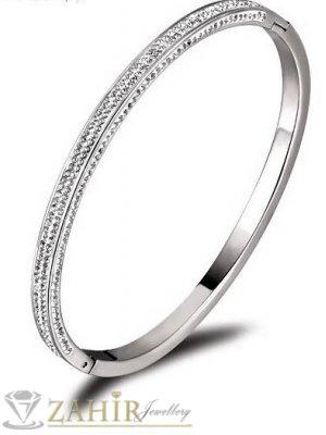 Непроменяща цвета си стоманена гривна тип бенгъл от  медицинска стомана с  4 реда кристали, диаметър 6,5 см-G2108