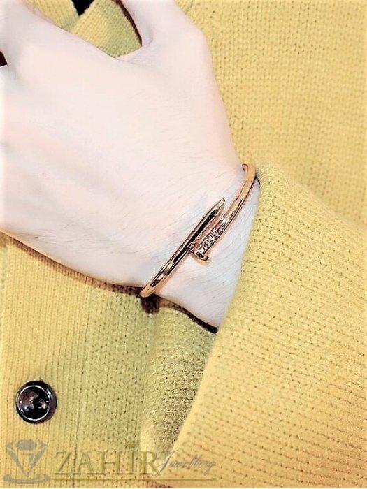 Дамски бижута - Топ модел гривна тип бенгъл от от медицинска стомана, диаметър 6 см,златно покритие, ефектно закопчаване - G2117