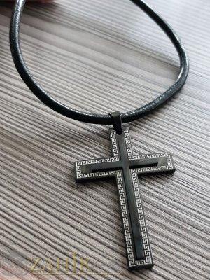 Масивен черен стоманен кръст 6,5 на 4,5 см на черна кожена каишка от ест. кожа в 3 размера - ML1527