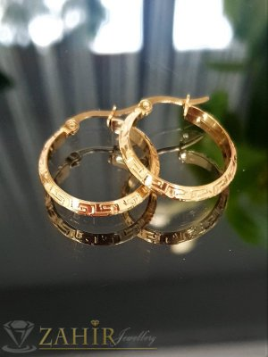 Малки красиви гравирани халки от стомана със златно покритие,диаметър  2,2 см, английско закопчаване - O2701