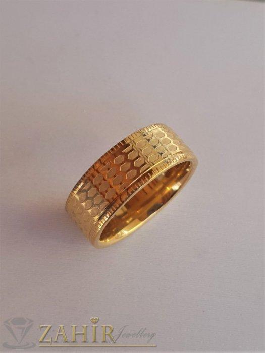 Дамски бижута - Елегантна класическа гравирана стоманена халка, широка 0,8 см, златно покритие - P1522