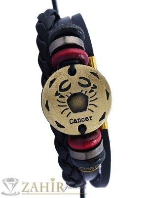 Тройна черна кожена гривна със златиста зодиакална плочка РАК 2,5 см, дървени рингове, регулираща се дължина - ZG1059