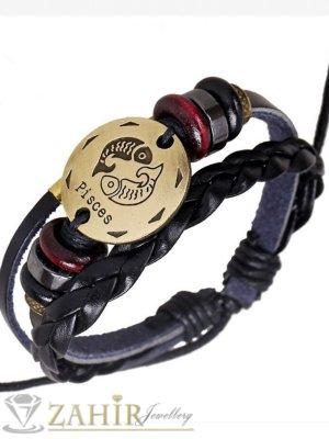 Тройна черна кожена гривна със златиста зодиакална плочка РИБИ 2,5 см, дървени рингове, регулираща се дължина - ZG1060