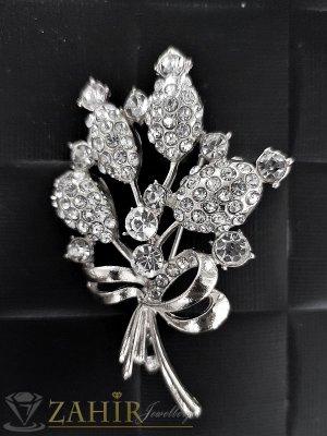 Класическа брошка кристален букет цветя със сребърно покритие и бели камъни, размери 6 на 4 см- B1030