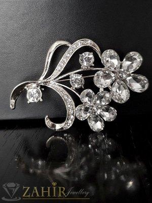Блестяща пленителна брошка с цветя с красиви бели кристали и сребърно покритие, 5 на 3,5 см- B1031