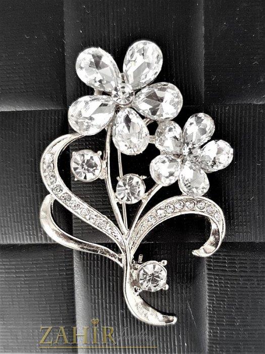 Дамски бижута - Блестяща пленителна брошка с цветя с красиви бели кристали и сребърно покритие, 5 на 3,5 см- B1031