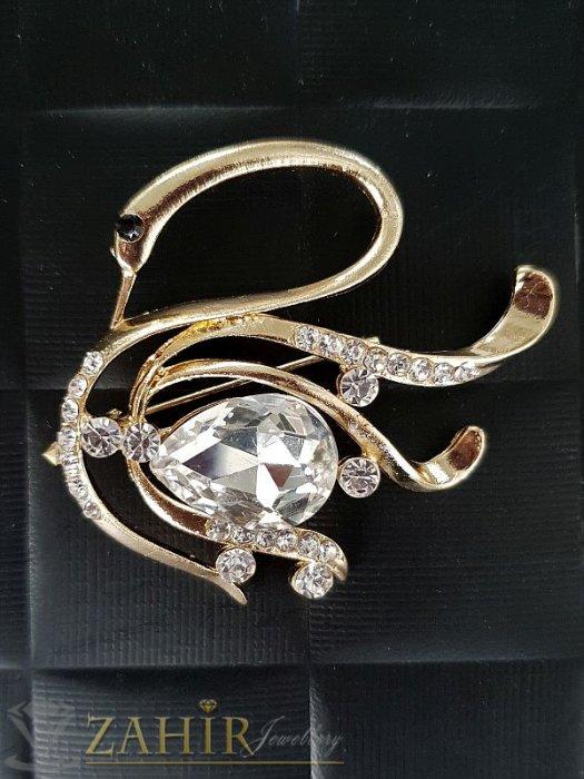 Красива брошка лебед с бели кристали ,златно покритие, широка 4 см, дълга 5 см - B1050