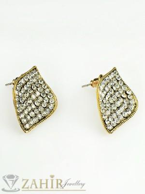 Нежни обеци - 2,5 см с бели кристали, златно покритие, закопчаване на винт - O1950