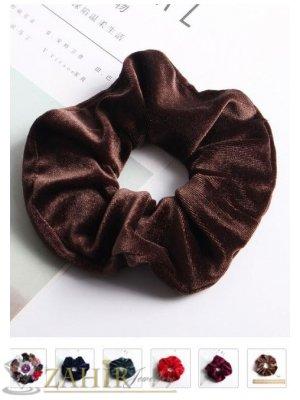 Кафяв велурен  ластик за коса с диаметър 13 см, много мек, носи се на опашка или за гривна - L1125